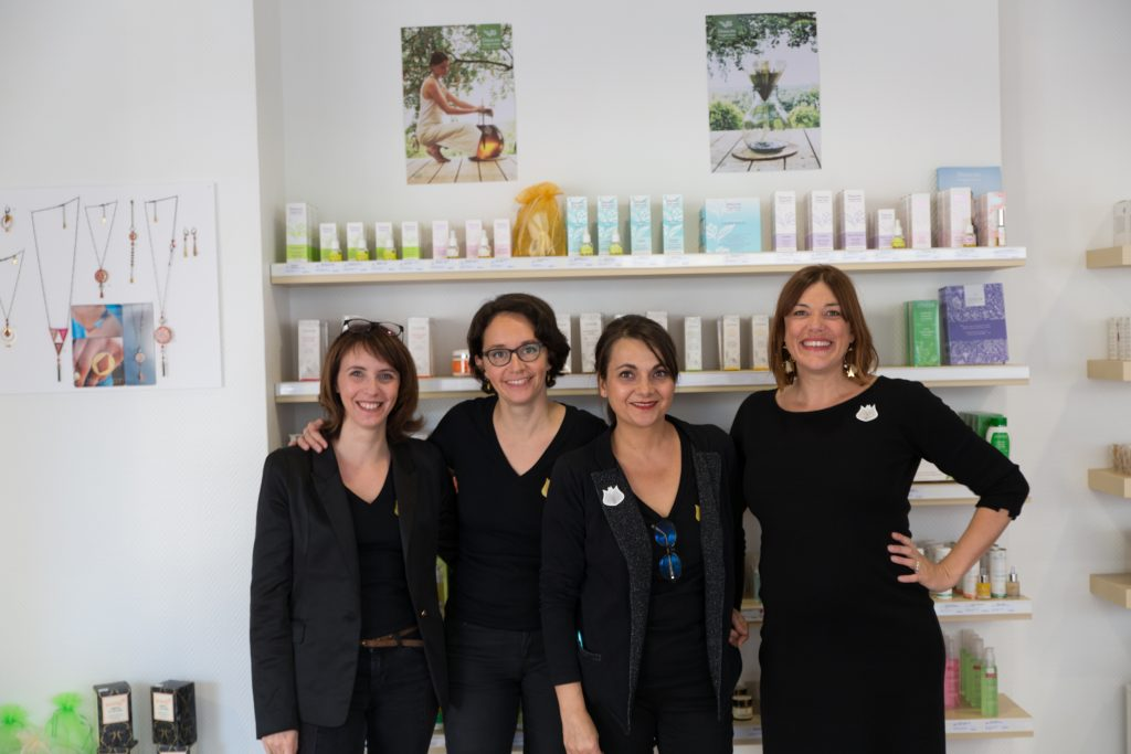Ici, l'équipe dédiée à l'accueil le jour de l'ouverture : Hélène, Mélanie, Cécile et Caroline.